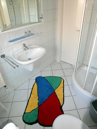badezimmer mit dusche. Black Bedroom Furniture Sets. Home Design Ideas
